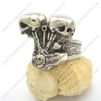 Skull Heads Engine Ring r002449