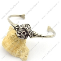 Two Hands grasping Skull Heads Bangle b003141