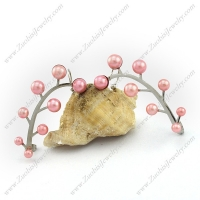 Unique Leaf Shaped Earring with Pink Plastic Pearls e001147