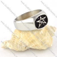 Five Pointed Star Ring in Stainless Steel - r000313